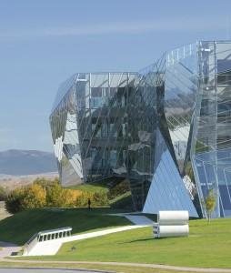 Edificio E8 en Miñano por Coll-Barreu arquitectos