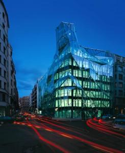 Sede Sanidad en Bilbao por Coll Barreu con vidrio SunGuard