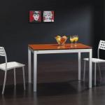 Mesa con vidrio lacado naranja