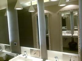 Espacio con espejos contrapuestos