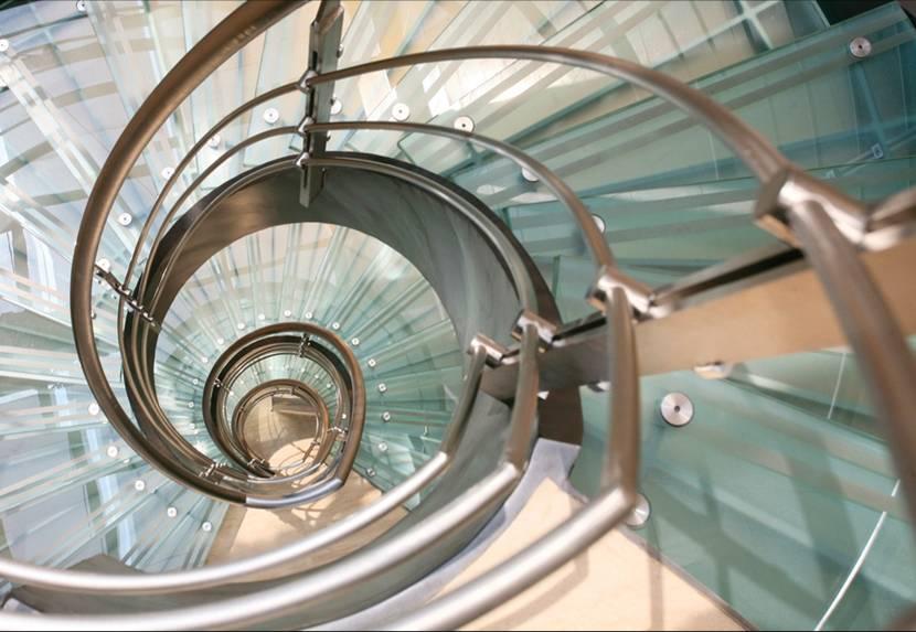Escaleras de cristal archives cristal y vidrio - Cerrar escalera caracol ...